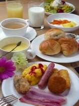 朝食バイキング(一例)ホテル直営レストランにて7:00~10:00和洋バイキング