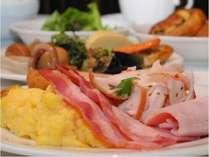 1日のはじまりは洋食・和食を取り揃えたおいしい朝食を!