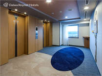 紀の川 を望める客室階のエレベーターホール