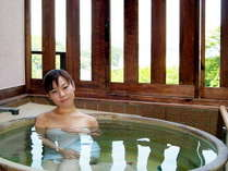 客室に信楽焼き伝統工芸士制作の露天風呂をご準備いたしました。