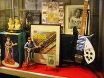 ビートルズグッズの展示コーナーができました。お宝もあるかも。