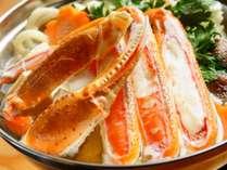冬の名物、カニ鍋。ご家族、ご友人でお楽しみいただける大鍋だけでなく、一人鍋のプランもございます。