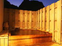 【露天風呂】夜のライトアップが幻想的☆彡現在は、男女入替でご入浴いただけます