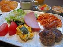 朝食バイキング(洋食の例)