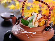地物松茸土瓶蒸し たっぷりのダシ汁にしみこんだ、旨みと香りが絶品!!