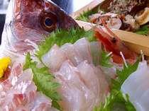 旬のとれたて新鮮なお刺身をたっぷり盛りこんだ舟盛。日本屈指の抜群の鮮度を誇る富山氷見の海鮮料理。