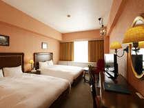 【ツイン】客室一例。27㎡の客室に幅140cm 縦200cmの広々ベッド☆
