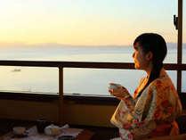 美しい夕日と橘湾を望む