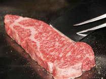 *夕食一例/りんごで育った信州牛をステーキでどうぞ!上質な脂がお口の中でとろけます。