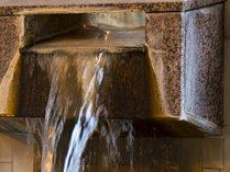 ※当ホテル単独源泉であり、敷地内にあります。源泉は51.6℃と高温!