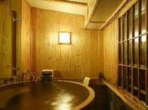 檜の貸切風呂は全館に2つ、もちろん温泉です。