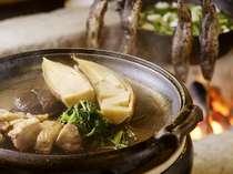 2ヶ月ごとに季節の食材を美味しく料理した和食コース会席膳。ゆっくりお召し上がり下さい(料理イメージ)
