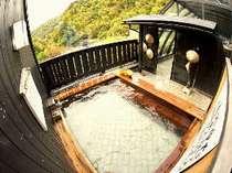 展望露天風呂には「すげ笠」があるよ!雨の日には笠をかぶって風情たっぷり。