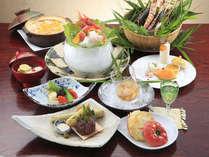 2ヶ月ごとに季節の食材を美味しく料理した和食コース会席膳。ゆっくりお召し上がり下さい。