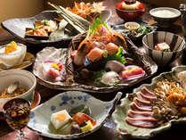 料理長が工夫を凝らした本格的な和食のコース。前菜、お造り、焼物、鍋など…