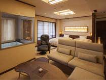 【7階特別フロア:温泉付デラックスツイン/721号室】温泉付のお部屋。ソファでゆっくり