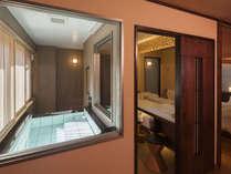 【7階特別フロア:温泉付デラックスツイン/702号室】客室内の展望温泉