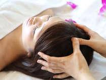 頭の筋肉がほぐれることで深くリラックスし「頭スッキリセラピー (ヘッドセラピー)」(イメージ写真)
