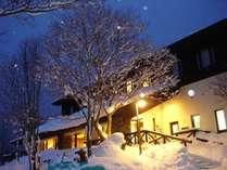 夕暮れの雰囲気は幻想的でスキー帰りのお客様!温泉を楽しみに来れられるお客様!と大人気