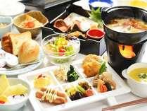 朝食は色とりどりの料理が並び見た目にも鮮やか♪※お日にちによって和食膳での対応になります。
