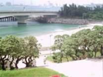 波の上ビーチまで徒歩5分、安全・清潔なビーチです。(那覇市管理運営)