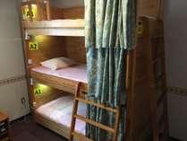 女性専用ドミトリー(シェアルーム)3段ベッド2基6名定員