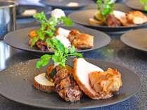 【夕食ブッフェ】出来立ての石窯ロースト料理をお届け。(一例)