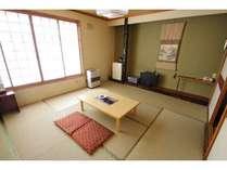 陽あたり良好和室 本館8畳間で南向きの明るいお部屋です。