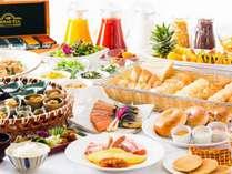 卵料理の実演をはじめ、和食から洋食まで約50種のバラエティ豊かな朝食ブッフェ