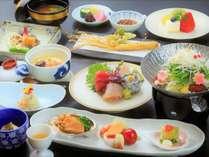 【夕食/海のさちプラン】当館のスタンダード料理。高麗人参の天ぷらや和風参鶏湯など体によいものを