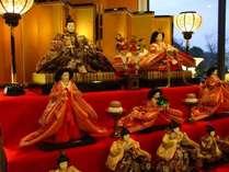 ホテルロビーの雛人形
