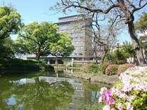自然豊かなお濠沿いに位置するホテルニューオータニ佐賀