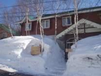 雪の「森のこびと」たかつえスキー場迄徒歩4分