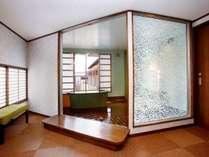 小さいお部屋でごめんなさい(T∇T)/でも…鮑付きの会席&貸切風呂『楽の湯』付きで、9,720円~♪