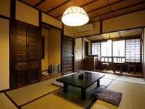 【客室】リニューアルされた客室は、新しいのに懐かしい空間…/例