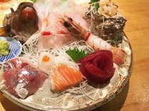 *夕食一例/沼津市場直送のほか、地元の漁師仲間から直接仕入れる自慢のお刺身!
