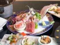 *沼津市場直送や地元の漁師仲間から直接仕入れた活き活きとした魚介類をぜひご賞味ください。