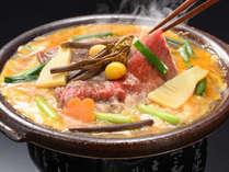 【春】山形牛と山菜を卵でとじた柳川風鍋