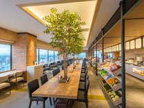 ホテル15Fビュッフェレストラン「北海道スカイテラス MINORI(ミノリ)」。270度パノラマビュー