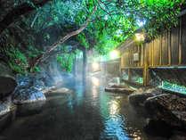 【男性露天】渓流の音をBGMに掛け流しの湯に浸かる至福の時間。早朝の露天風呂、お勧めです