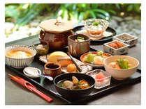 【京懐石『螢』の朝げ・朝粥】絶妙に炊き上げられたお米の、ほんのりとした甘みがクセになります。