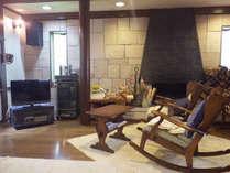*アンティークや落ち着いた雰囲気の椅子など、心地よい雰囲気の空間でお寛ぎいただけます。