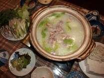 寒い冬にはやっぱり鍋。鶏ベースです。夕食は鍋と和洋折衷料理との日替りです。