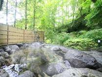 四季を堪能できる源泉かけ流しの温泉露天風呂