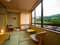 【和室のお部屋】窓からは雄大な蔵王の景色に癒されて