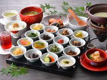 【和の朝食一例】美味しいものを少しずつ!ゆの森の朝食は、小鉢に多彩な品が並び見た目も愉しい逸品