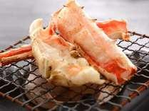 毛蟹・タラバ蟹・ズワイ蟹が頂ける贅沢な蟹三昧コースのタラバの焼き蟹一例