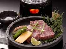 【渥美牛石焼ステーキ】高品質な渥美牛を豪快に焼きあげます。