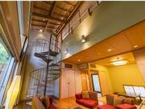 【露天風呂付客室】 メゾネットルーム】1階リビング