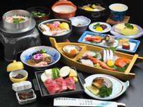 輝会席:肉汁溢れる和牛ステーキに新鮮あわび、旬魚のお造りまで付いた豪華会席をお楽しみください♪